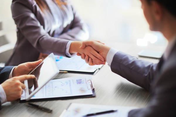 2 expert financial advisors shake hands over Business Loans Perth